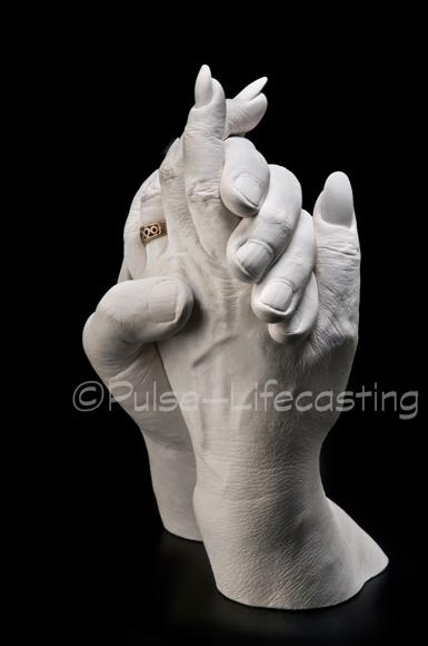 HandsGoldRing2